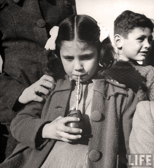 Picie-yerba-mate-Buenos-Aires-1943_2