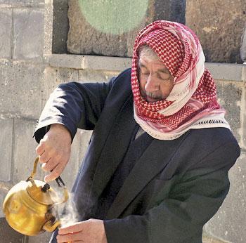 Syryjczyk pije yerba mate