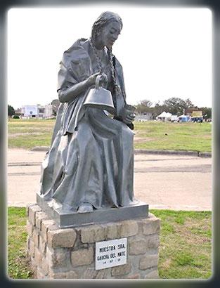 Virgen del Mate estatua