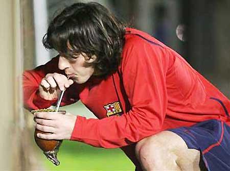 Lionel Messi pije yerba mate